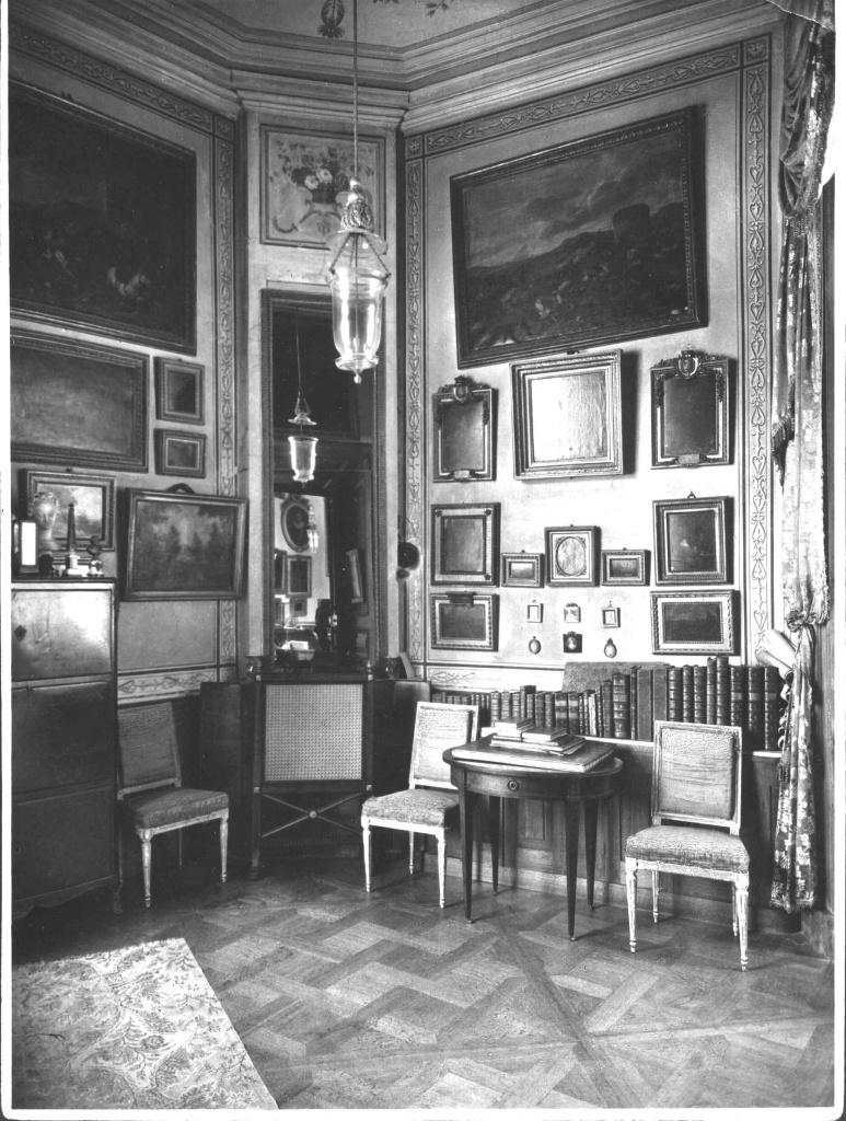 Башенный кабинет Павла I Гатчинского дворца. Фотография до 1941 г.
